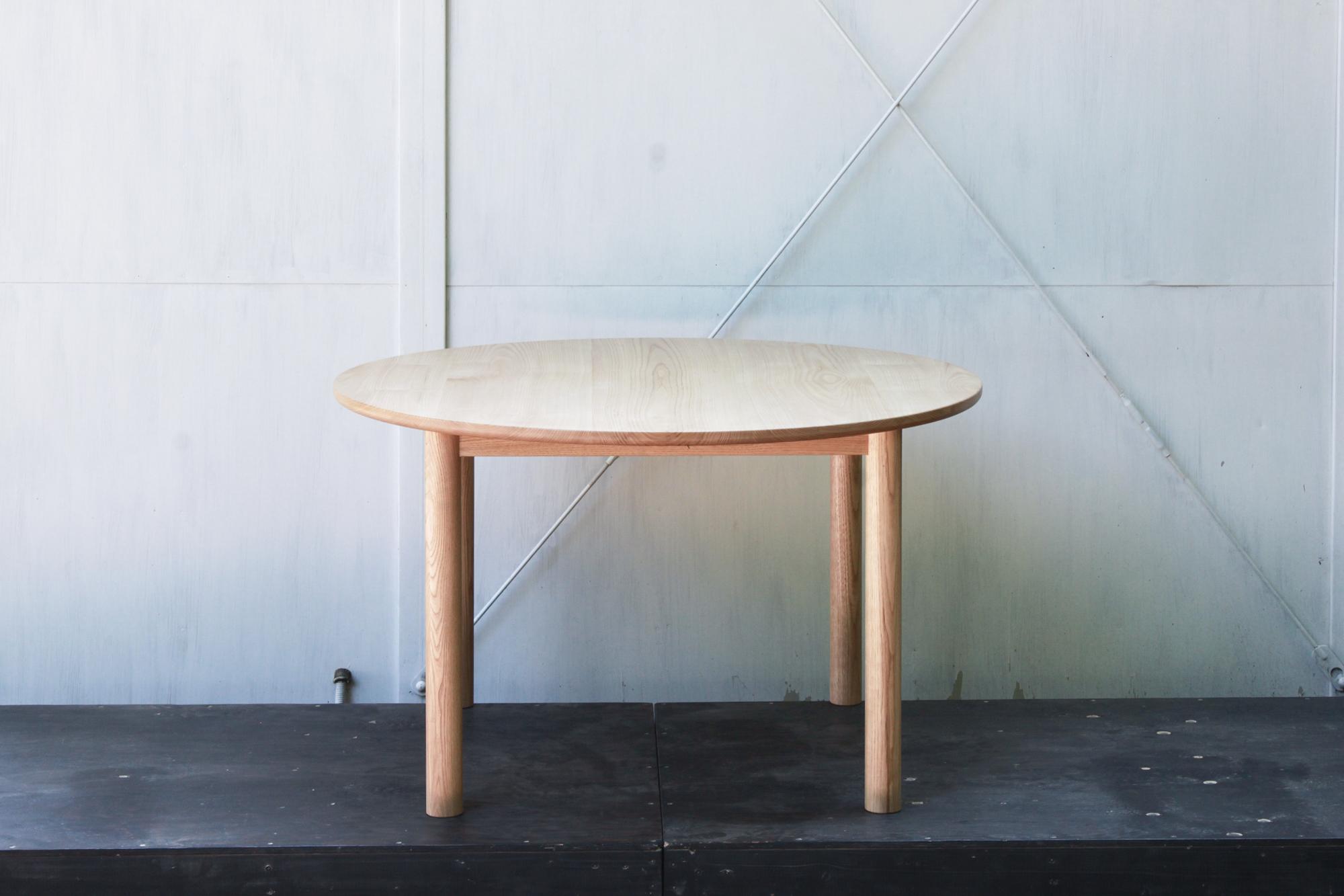 ラウンドテーブル-1Fweb03