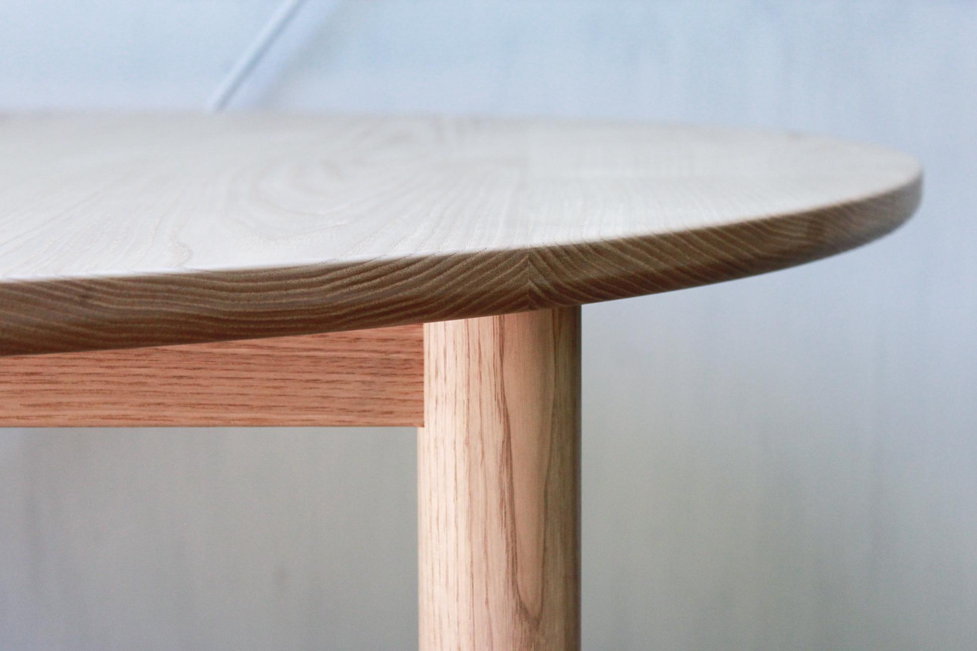 ラウンドテーブル-2Fweb03